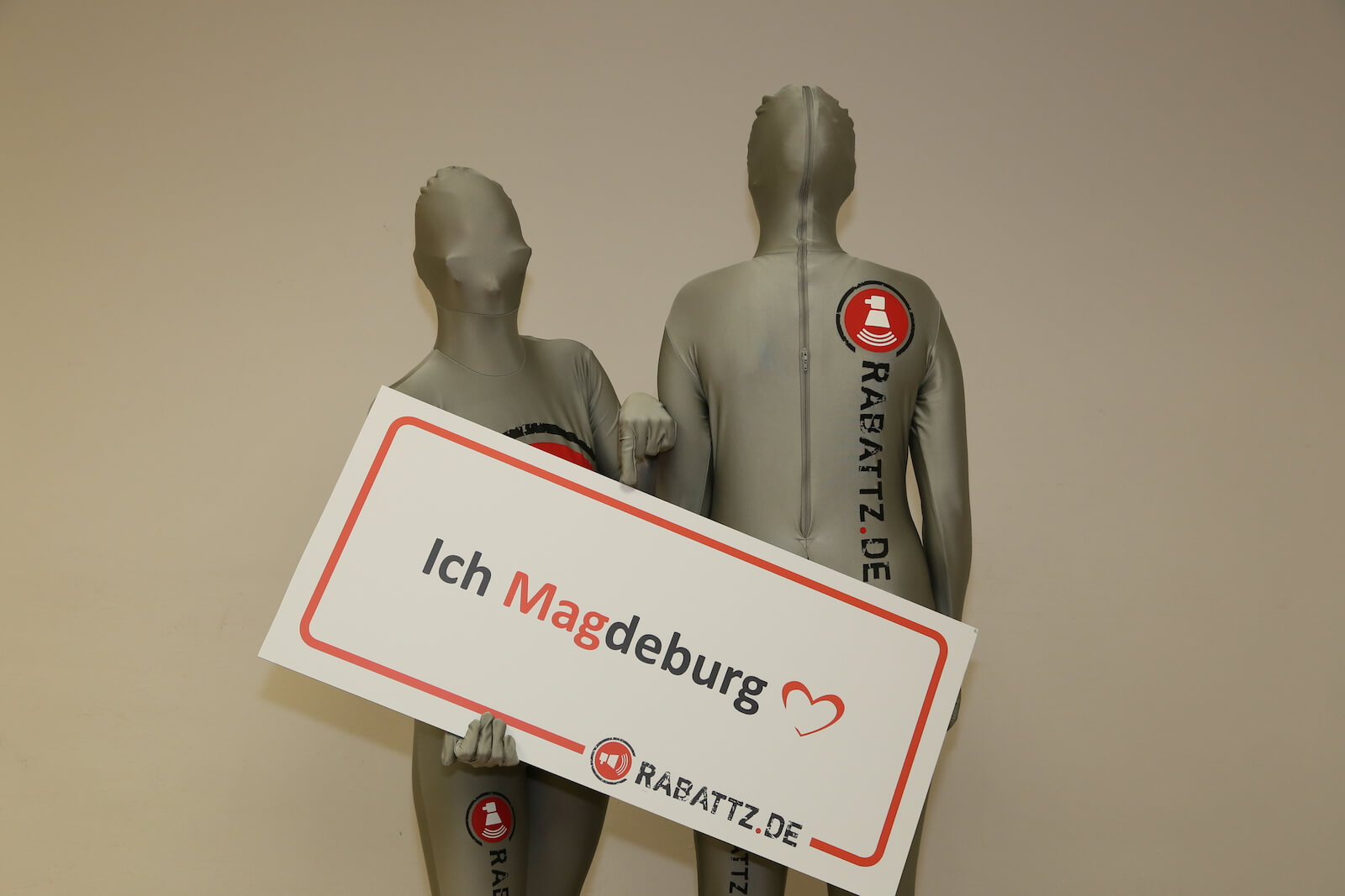 Rabattz Morphsuits in silbergrau - Shopping Center App für Magdeburg